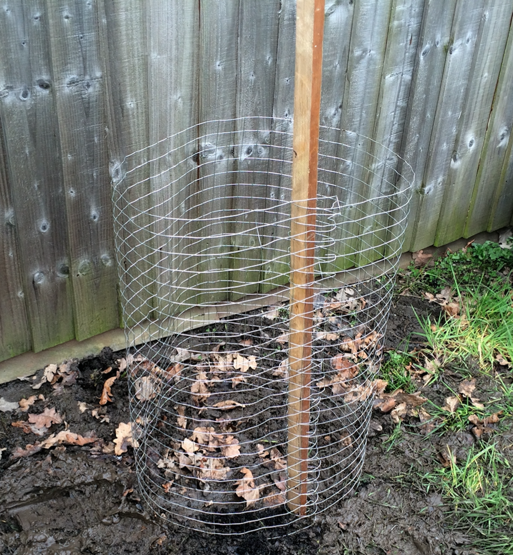 How to make a chicken wire compost bin- Easy and Cheap